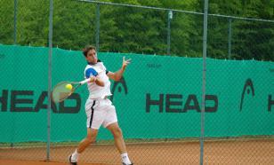 Теннисист Кирьос швырнул стул на корт, сломал ракетку и снялся с матча