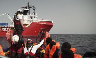 """Турецкие пограничники """"выловили"""" корабль с бегущими от талибов афганцами"""