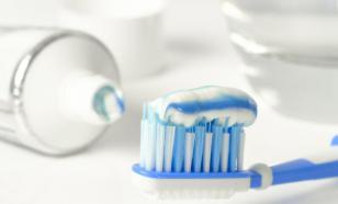 Насколько опасна зубная паста с фтором?