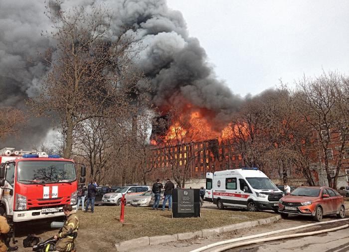Пожар на Невской мануфактуре в Петербурге ликвидировали