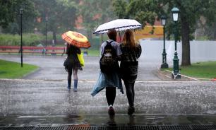 Эксперты зафиксировали рост продаж дождевиков и плащей на 700%