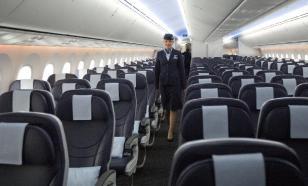 Самолет с отравившимися пассажирами экстренно посадили