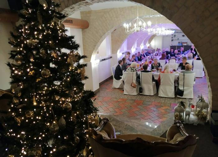 Петербургские бары и рестораны переходят на новый режим работы