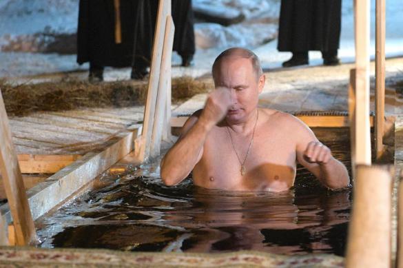 Путин искупался в проруби подальше от лишних глаз