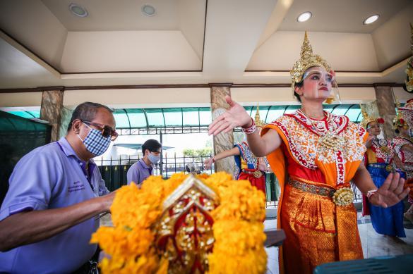 В праздник Весак в Таиланде запретили публичные церемонии