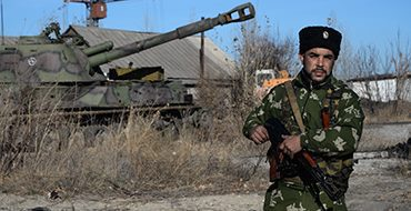 Обстрелы Донецка вынуждают ополчение к передислокации