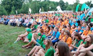 Школьники в волонтерах: за и против