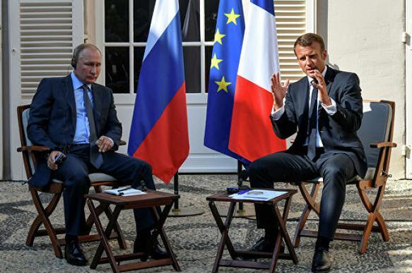 Макрон процитировал Достоевского на встрече с Путиным