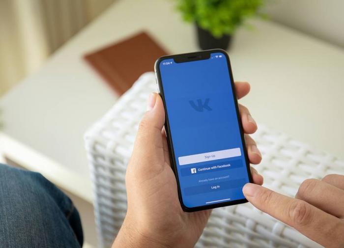 """Соцсеть """"ВКонтакте"""" запустила сервис """"Клипы"""" с AR-спецэффектами"""