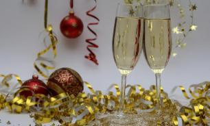 Минздрав: самый безопасный алкоголь для Нового года - белое вино