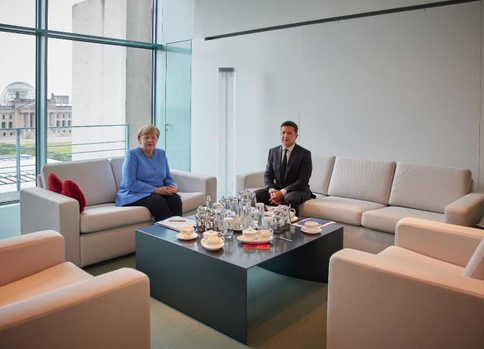 """""""Посылает вежливо, чтобы не обидеть"""": в Раде оценили слова Меркель по """"СП-2"""""""