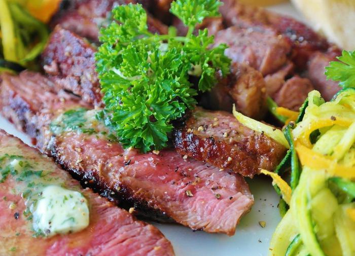 Отказ от мяса повышает риск переломов костей на 43%