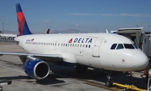 """""""Откройте, я сойду"""": пассажир самолёта пытался в полёте открыть дверь"""