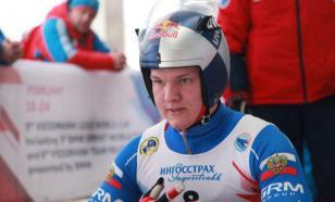Саночник Репилов во время награждения на ЧМ спел гимн России