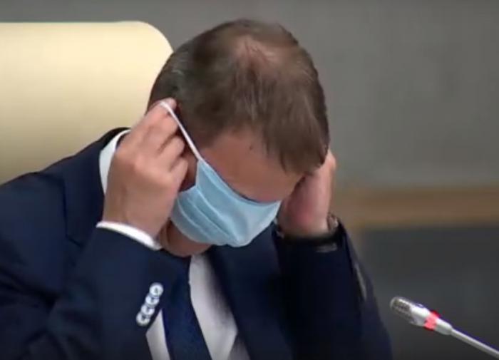 Мэр Барнаула посмеялся над своим нестандартным ношением маски