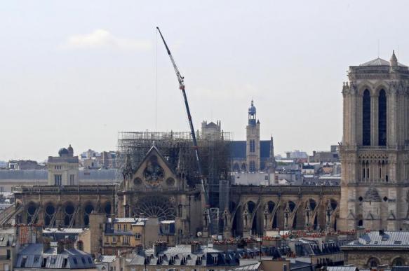 Реставратор рассказал о возможном обрушении Нотр-Дама