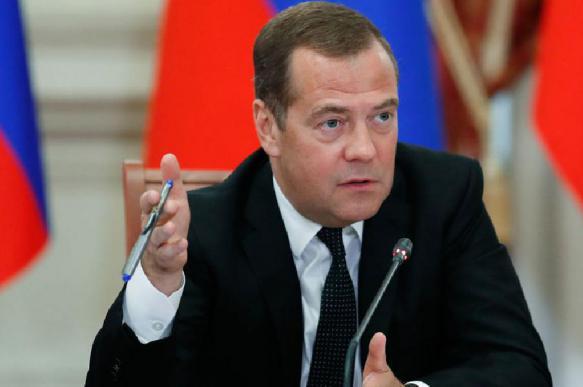 Медведев: нужно стимулировать рост экономики