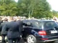 Джип президента Медведева едва не задавил татарстанцев.