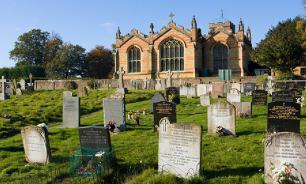 Проделки бывшей: шотландец нашел на кладбище собственное надгробие