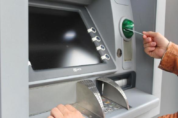Преступник в маске старика похитил из банкоматов 20 миллионов рублей