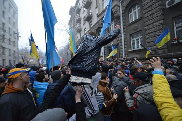 """Выдаст ли США Украине """"лицензию"""" на """"правильный майдан"""", рассказал политолог"""