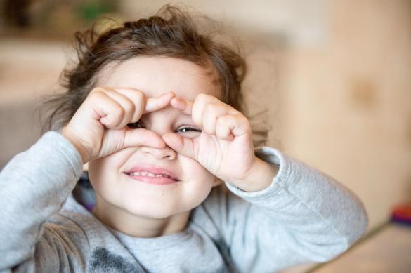Родители свыше 18 миллионов детей получили пособие в 10 тысяч