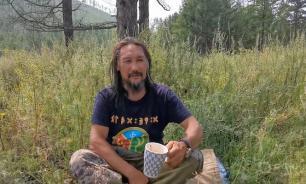 """В Бурятии полиция задержала идущего """"изгнать Путина"""" якутского шамана"""