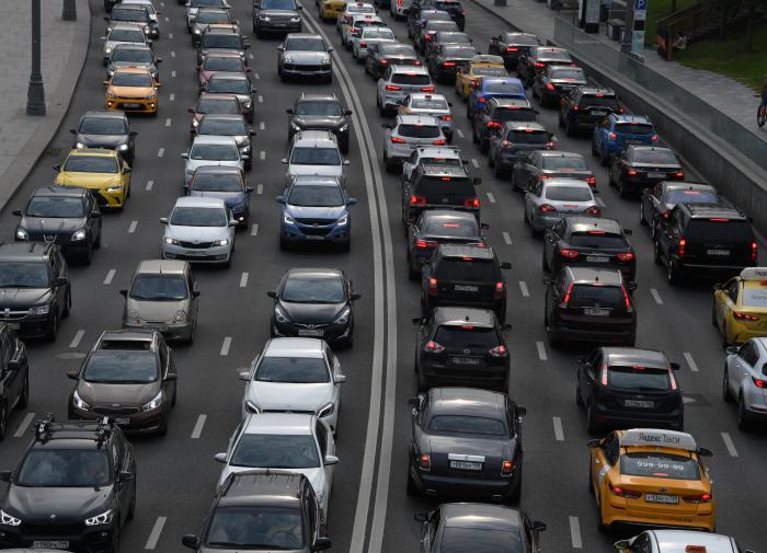 Автоэксперт: нельзя отменять транспортный налог для отдельных марок авт