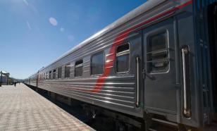 На Сахалине пьяный пассажир поезда укусил полицейского за ногу