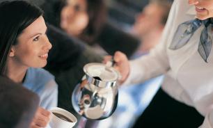 Почему пить кофе и чай в самолете опасно для здоровья