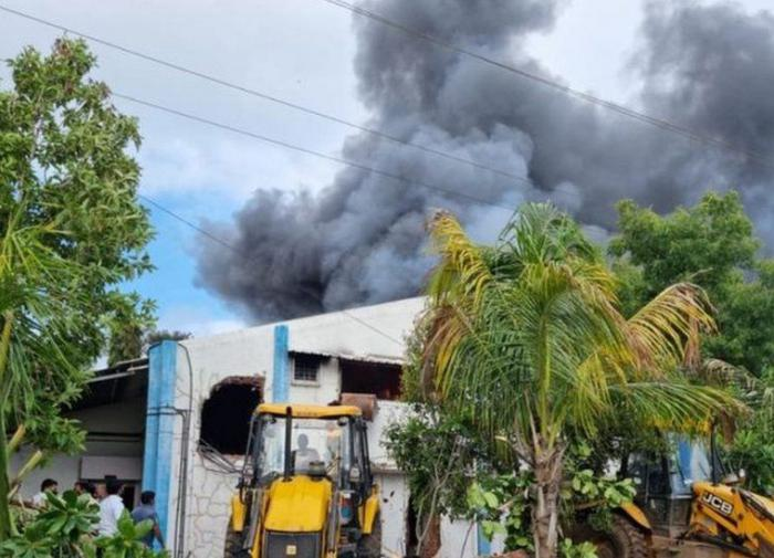 18 человек погибли при пожаре на химзаводе в Индии