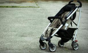 В Набережных Челнах прохожие ночью нашли коляску с ребёнком