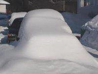 Снег с крыши завалил 20 машин в Нижнем Новгороде