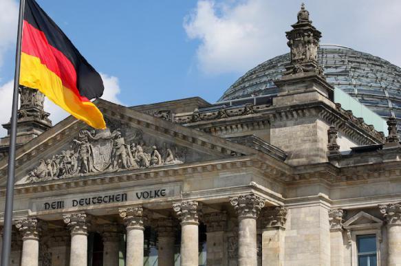 """Меркель """"сдала"""" Германию США, капитулировав из-за """"Северного потока-2"""""""