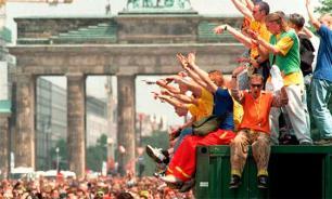 Германия: футбольных фанатов сменят любвеобильные «рейверы»