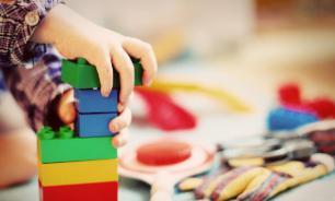 В детском саду Татарстана воспитатель швырнула ребенка под стол