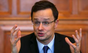 МИД Венгрии: политизацию COVID-вакцин надо срочно прекращать