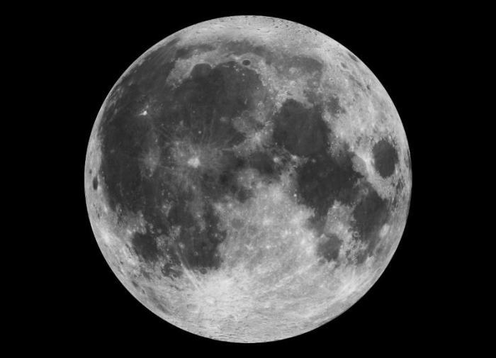 """Специалисты NASA обнаружили на Луне гигантские """"следы"""""""