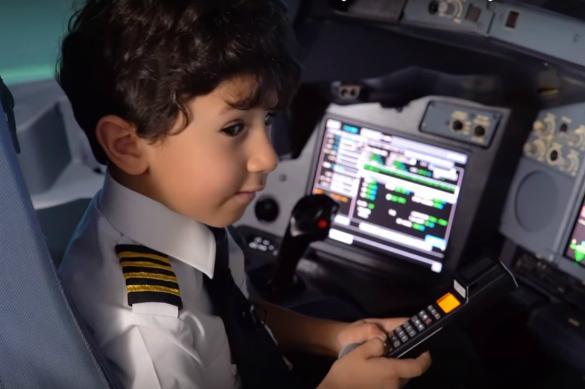 Арабская авиакомпания посадила за штурвал детсадовца