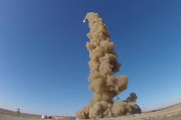 """""""Полет на взрыве"""": Минобороны показало испытания новой ракеты А-135"""