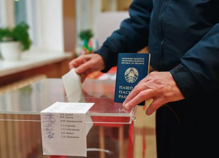 Дмитрий Болкунец: Тихановская поможет решить Лукашенко две задачи