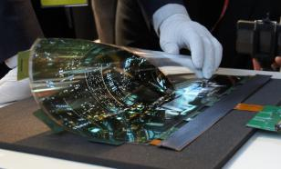 Samsung может создать смартфон-рулон