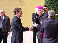 Медведев подарил Папе Римскому энциклопедию