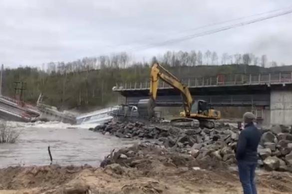 В Мурманской области из-за паводка обрушился железнодорожный мост