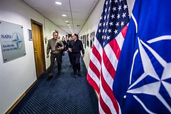 Эксперт: НАТО - бюрократическая организация под крышей США