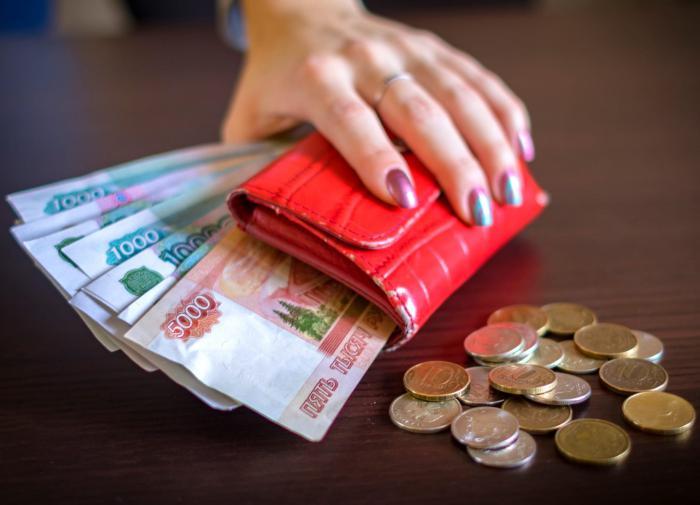Средняя зарплата в России повысится на 10 тысяч рублей