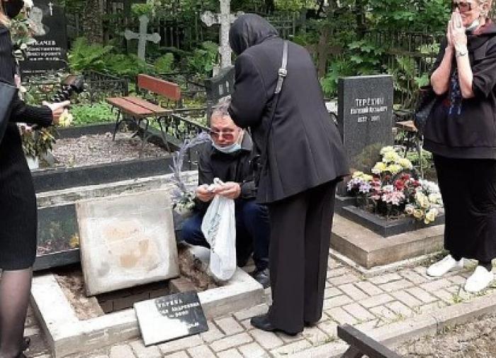Отец Тропицель насыпал кофе в могилу своей дочери