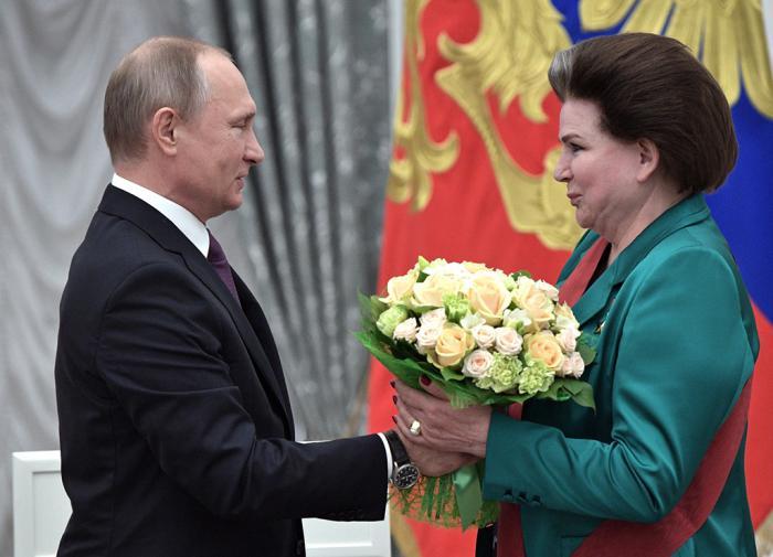 Путин поздравил с днем рождения Терешкову
