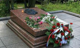 Во Львове осквернили могилу легендарного советского разведчика