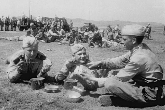 Как кормили русских солдат в период разных войн